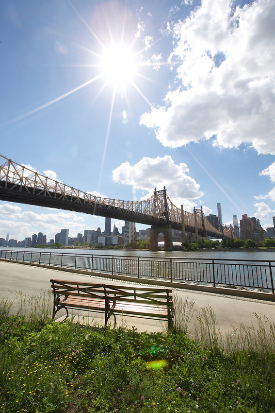 QUEENS, NY - June, 1 2017: Queensbridge Park on the Long Island City Waterfront along the East River.<br />  <br /> Credit: Clay Williams for 111 Places That You Must Not Miss.<br /> <br /> &copy; Clay Williams / http://claywilliamsphoto.com