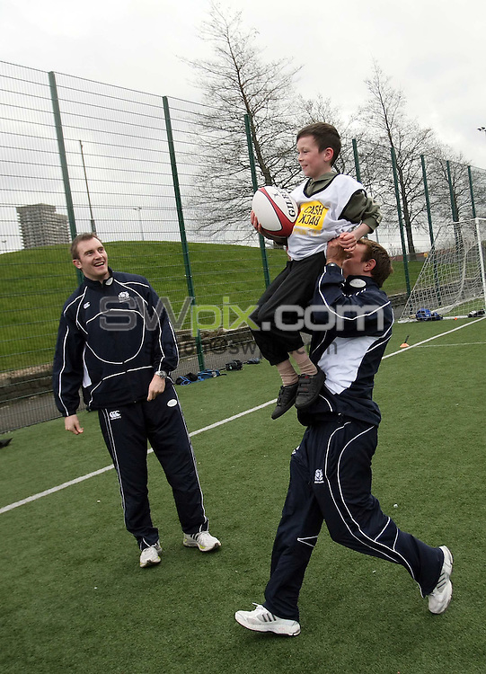 PICTURE BY VAUGHN RIDLEY/SWPIX.COM - Rugby Union - Scottish Rugby Union - Scottish Government Investment Press Conference - Glasgow, Scotland - 18/04/08...Copyright - Simon Wilkinson - 07811267706..Alistair Kellock and Mike Blair form a lineout with local children at a Press Conference to announce the Scottish Governments' ?1.4 million investment in Youth Rugby in Scotland.