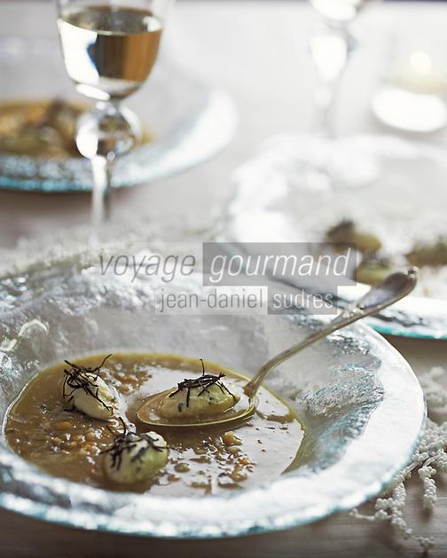 """Europe/France/Rhône-Alpes/73/Savoie/Courchevel 1850: Restaurant """"Le Chabichou"""" - Bouillon de marrons aux gnocchis de volaille - Recette de M. Rochedy"""