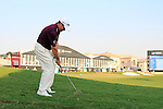 Lee Westwood chips onto the 18th green during the Final Day of the Dubai World Championship, Earth Course, Jumeirah Golf Estates, Dubai, 28th November 2010..(Picture Eoin Clarke/www.golffile.ie)