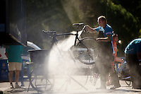 cleaning the bikes<br /> <br /> restday 2 in Burgos<br /> 2015 Vuelta &agrave; Espagna