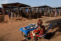 "Afrika Mali Markt im Dorf Faragouaran | .Western Africa Mali market day in village  .| [ copyright (c) Joerg Boethling / agenda , Veroeffentlichung nur gegen Honorar und Belegexemplar an / publication only with royalties and copy to:  agenda PG   Rothestr. 66   Germany D-22765 Hamburg   ph. ++49 40 391 907 14   e-mail: boethling@agenda-fototext.de   www.agenda-fototext.de   Bank: Hamburger Sparkasse  BLZ 200 505 50  Kto. 1281 120 178   IBAN: DE96 2005 0550 1281 1201 78   BIC: ""HASPDEHH"" ,  WEITERE MOTIVE ZU DIESEM THEMA SIND VORHANDEN!! MORE PICTURES ON THIS SUBJECT AVAILABLE!!  ] [#0,26,121#]"