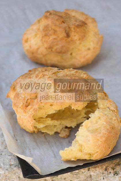 Europe/France/Bourgogne/89/Yonne/Saint-Bris-le- Vineux: Gougères du Boulanger-pâtissier Michel Depardieu