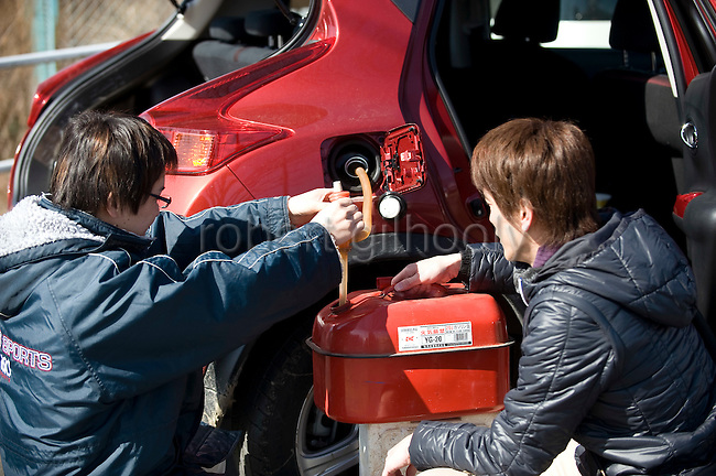 Residents fill their tanks with gas in in Sendai, Japan on 19 March, 2011.  Photographer: Robert Gilhooly