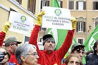Roma, 13 Ottobre 2011.Piazza Montecitorio.I verdi travestiti da Banda Bassotti protestano contro la manovr economica