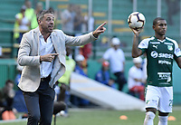 PALMIRA - COLOMBIA, 22-05-2019: Lucas Pusineri técnico del Cali gesticula durante partido entre Deportivo Cali de Colombia y Club Atlético Peñarol de Uruguay por la segunda ronda de la Copa CONMEBOL Sudamericana 2019 jugado en el estadio Deportivo Cali de la ciudad de Palmira. / Lucas Pusineri coach of Cali gestures during match between Deportivo Cali of Colombia and Club Atletico Peñarol of Uruguay for the second round as part Copa CONMEBOL Sudamericana 2019 played at Deportivo Cali stadium in Palmira city. Photo: VizzorImage / Alejandro Rosales / Cont