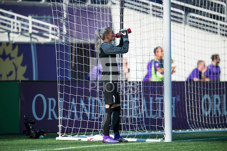 Orlando, FL - Sunday May 08, 2016: Orlando Pride goalkeeper Ashlyn Harris (1) during a regular season National Women's Soccer League (NWSL) match at Camping World Stadium.