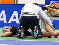 16-12-10, Tennis, Rotterdam, Reaal Tennis Masters 2010,   Angelique van der Meet ontvangt een blessure behandeling