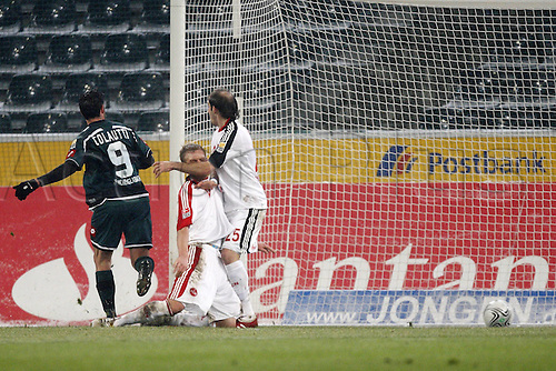 12 02 2010 Copyright Actionplus/Sven Simon Roberto Colautti Gladbach scores the goal for 1 0 against Andreas Wolf and Horacio Javier Pinola Nuernberg v Borussia Moenchengladbach.  Photo : Imago/Actionplus. UK Licenses Only