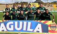 BOGOTA - COLOMBIA -05 -11-2016: Los jugadores de La Equidad posan para una foto, durante partido entre La Equidad y Atletico Bucaramanga, por la fecha 19 de la Liga Aguila II-2016, jugado en el estadio Metropolitano de Techo de la ciudad de Bogota. / The players of La Equidad pose for a photo during a match La Equidad and Atletico Bucaramanga, for the  date 19 of the Liga Aguila II-2016 at the Metropolitano de Techo Stadium in Bogota city, Photo: VizzorImage  / Luis Ramirez / Staff.