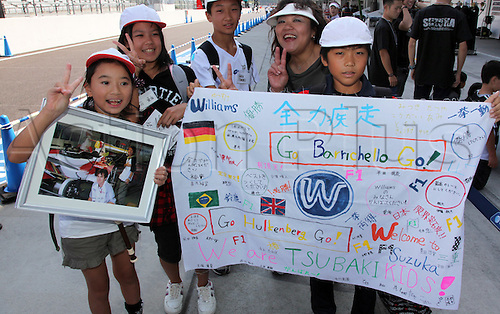 07.10.2010 Japanese fans cheer Williams F1 at Suzuka Circuit in Suzuka, Japan. The 2010 Formula 1 Japanese Grand Prix is held on 10 October.