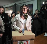 Elezioni primarie del PD  per scegliere  il candidato indaco di Napoli.<br /> nella foto Valeria Valente durante il voto