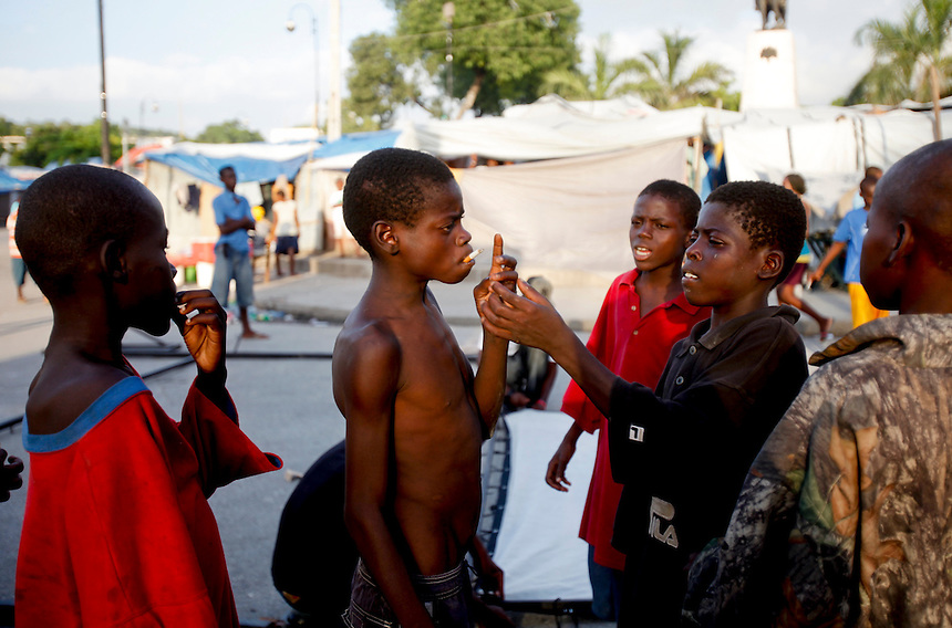 Street kids smoke cigarettes in the downtown area of Champ de Mars in Port-Au-Prince, Haiti, June 12, 2010.  (Natasha Fillion/Progressio)
