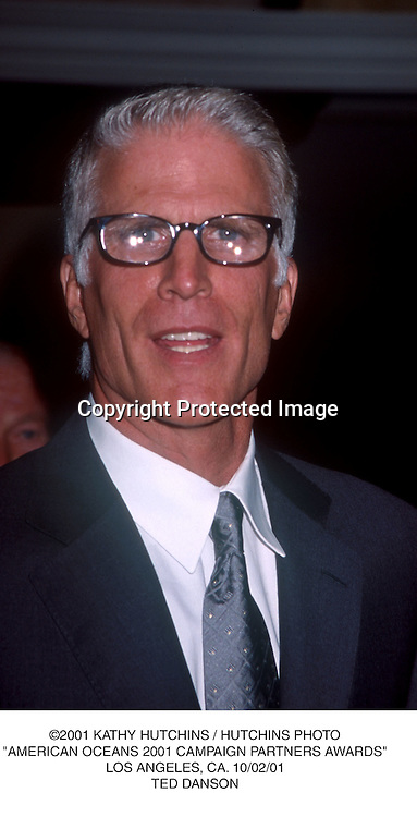 "©2001 KATHY HUTCHINS / HUTCHINS PHOTO.""AMERICAN OCEANS 2001 CAMPAIGN PARTNERS AWARDS"".LOS ANGELES, CA. 10/02/01.TED DANSON"