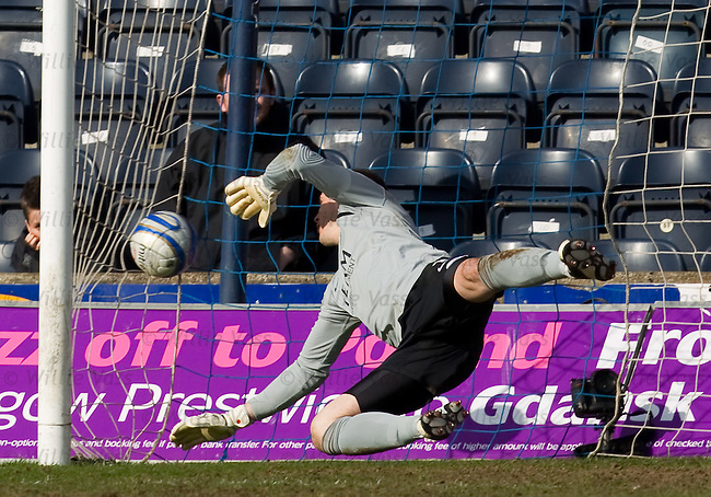 Allan Russell's header beats Aberdeen keeper Jamie Langfield for Kilmarnock's second goal