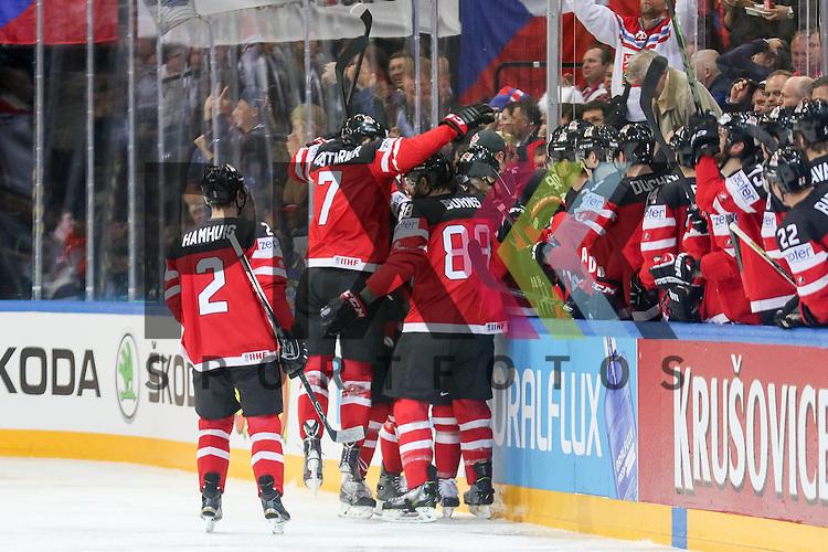 Canadas Couturier, Sean (Nr.7) springt in das Jubelnde Team Kanada bei ihrem Tor im Spiel IIHF WC15 Finale Russia vs. Canada.<br /> <br /> Foto &copy; P-I-X.org *** Foto ist honorarpflichtig! *** Auf Anfrage in hoeherer Qualitaet/Aufloesung. Belegexemplar erbeten. Veroeffentlichung ausschliesslich fuer journalistisch-publizistische Zwecke. For editorial use only.