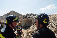 pompieri tra le macerie. firemen on  rubbles.
