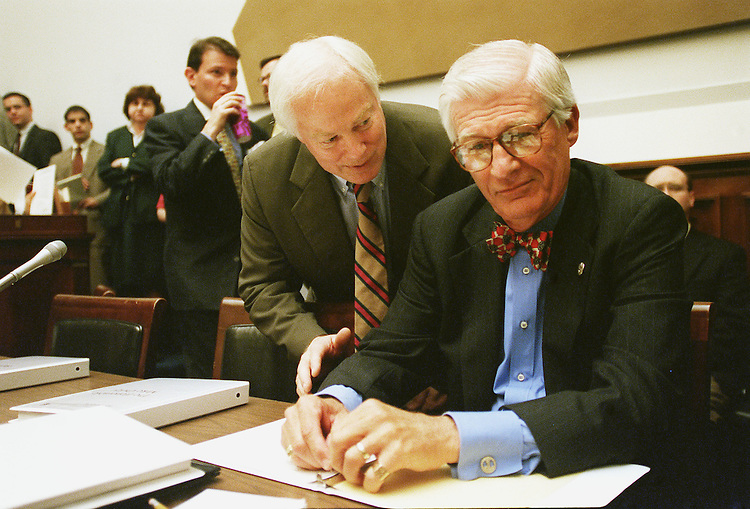 8/3/99.BANKING CONFERENCE--House Banking & Financial Services Chairman Jim Leach, R-Iowa, left, talks with Thomas J. Bliley Jr., R-Va., before the conference..CONGRESSIONAL QUARTERLY PHOTO BY SCOTT J. FERRELL