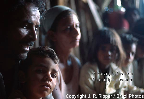 Charcoal worker family. State: Minas Gerais; Brazil.