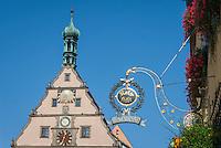 Germany, Bavaria, Middle Franconia, Rothenburg ob der Tauber: gable of Ratstrinkstube (Councillor's Tavern) with astronomical clock | Deutschland, Bayern, Mittelfranken, Rothenburg ob der Tauber: Giebel der Ratstrinkstube mit Kunstuhr