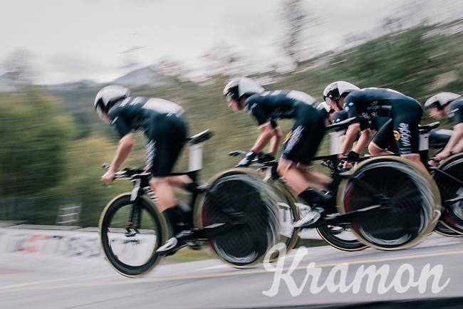 Team Wiggle-Hi5 speeding off the start ramp<br /> <br /> UCI WOMEN'S TEAM TIME TRIAL<br /> Ötztal to Innsbruck: 54.5 km<br /> <br /> UCI 2018 Road World Championships<br /> Innsbruck - Tirol / Austria