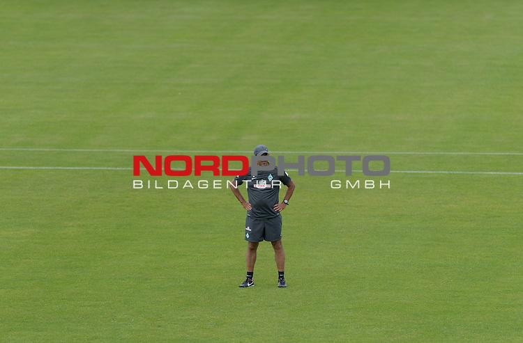 07.08.2013, Trainingsgelaende, Bremen, GER, 1.FBL, Training Werder Bremen, im Bild Robin Dutt (Trainer Werder Bremen)<br /> <br /> Foto &copy; nph / Frisch
