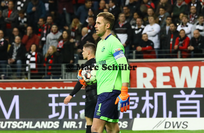 Torwart Ralf Fährmann (FC Schalke 04) - 11.11.2018: Eintracht Frankfurt vs. FC Schalke 04, Commerzbank Arena, DISCLAIMER: DFL regulations prohibit any use of photographs as image sequences and/or quasi-video.