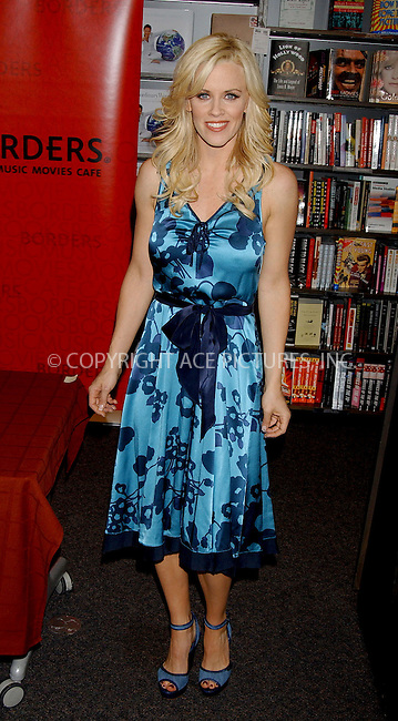 "WWW.ACEPIXS.COM . . . . . ....NEW YORK, APRIL 26, 2006....Jenny McCarthy signs copies of her new book ""Life Laughs"" at Borders Book and Music.....Please byline: KRISTIN CALLAHAN - ACEPIXS.COM.. . . . . . ..Ace Pictures, Inc:  ..(212) 243-8787 or (646) 679 0430..e-mail: picturedesk@acepixs.com..web: http://www.acepixs.com"