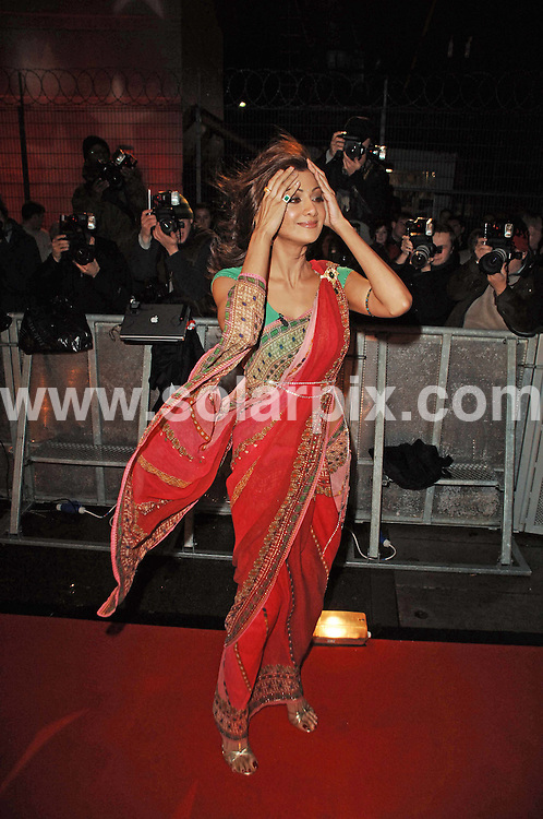 ALL ROUND PICTURES FROM SOLARPIX.COM.WORLDWIDE SYNDICATION RIGHTS..Shilpa Shetty arrives at the Big Brother House for the opening night of Celebrity Big Brother 5 at Elstree Studios in London...DATE: 03/01/2007-JOB REF: 3202-FMF.**MUST CREDIT SOLARPIX.COM OR DOUBLE FEE WILL BE CHARGED**