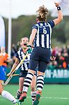 BLOEMENDAAL  - Hockey -  finale KNHB Gold Cup dames, Bloemendaal-HDM . Bloemendaal wint na shoot outs. Hester van der Veld (HDM) scoort 1-1. links Mila Muyselaar (HDM) .   COPYRIGHT KOEN SUYK