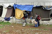 Roma, Novembre 2009.Via Capitan Bavastro.La Croce Rossa trasferisce i rifugiati afghani che avevano costruito le baracche nella buca di un cantiere, nel CARA, il centro per rifugiati di Castelnuovo di Porto.Rome, November 2009.Via Capitan Bavastro.The Red Cross moved the Afghan refugees who had built shacks in the pit of a yard in the C.A.R.E., the refugee center in Castelnuovo di Porto