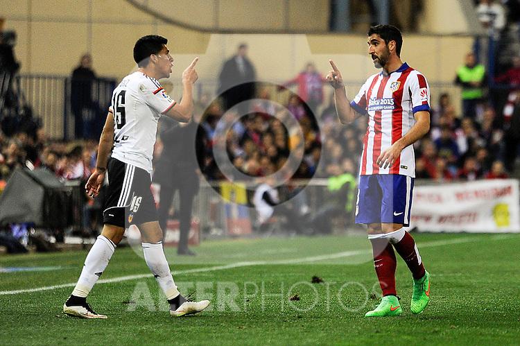 Atletico de Madrid´s Raul Garcia and Valencia CF´s Enzo Perez threat between them during 2014-15 La Liga match between Atletico de Madrid and Valencia CF at Vicente Calderon stadium in Madrid, Spain. March 08, 2015. (ALTERPHOTOS/Luis Fernandez)