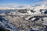 Europe/France/Rhone-Alpes/74/Haute-Savoie/Megève: la station et le massif du Mont-Blanc - Vue Aérienne