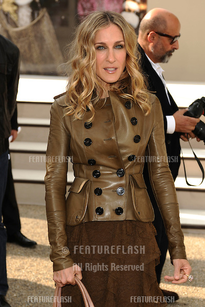 Sarah Jessica Parker arriving for the Burberry fashion show as part of London Fashion Week at the Chelsea College of Art and Design, London.  22/09/2010  Picture by: Steve Vas / Featureflash