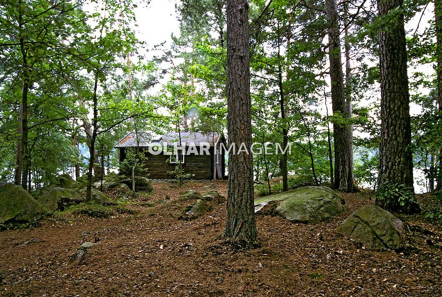 Casa na floresta em Karlshamn, Suécia. 1996. Foto de Adriano Gambarini.