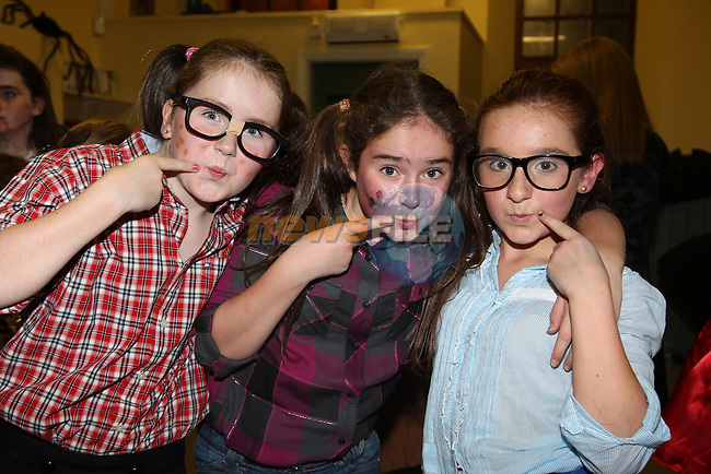Molly rath Sinead Lewin Kirsty maxim.at the junior disco in Clogherhead community hall..Picture: Fran Caffrey/www.newsfile.ie.