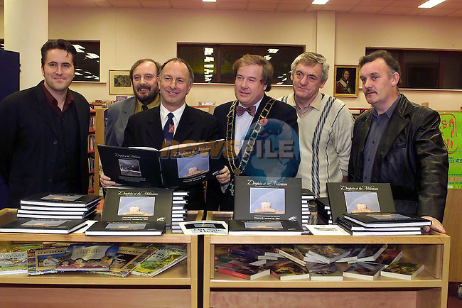 Minister Dermot Ahern launched the new Book by members of the Drogheda camera Club.Pic Fran Caffrey Newsfile