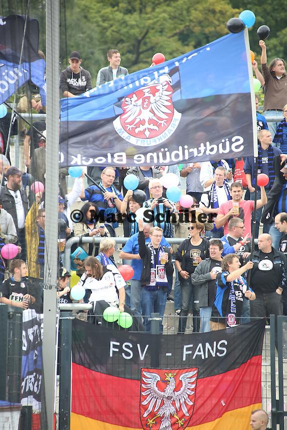 """Fans des FSV Frankfurt sind """"bunt"""" und sprechen sich gegen Rassismus aus - FSV Frankfurt vs. FC Ingolstadt, 8. Spieltag, Frankfurter Volksbank Stadion"""