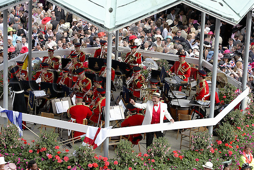 18 June 2004: Racegoers in the grandstand enclosure singing around the bandstand after racing at Royal Ascot. Photo: Chris Brown/Action Plus...040618 horse racing crowd crowds band