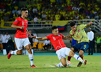 PEREIRA - COLOMBIA, 30-01-2020: Jorge Carrascal de Colombia disputa el balón con Nicolas Ramirez y Nicolas Diaz de Chile durante partido entre Colombia U-23 y Chile U-23 por la fecha 5, grupo A, del CONMEBOL Preolímpico Colombia 2020 jugado en el estadio Hernán Ramírez Villegas de Pereira, Colombia. /  Jorge Carrascal of Colombia fights the ball with Nicolas Ramirez and Nicolas Diaz of Chile during the match between Colombia U-23 and Chile U-23 for the date 5, group A, for the CONMEBOL Pre-Olympic Tournament Colombia 2020 played at Hernan Ramirez Villegas stadium in Pereira, Colombia. Photo: VizzorImage / Julian Medina / Cont