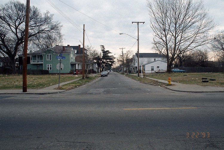 1993 March 22..Redevelopment.Huntersville 1&2 (R-70)..NORTH HUNTERSVILLE STUDY.SEQUENCE 12.A AVENUE.LOOKING EAST FROM CHURCH STREET.EAST SIDE...NEG#.NRHA#..