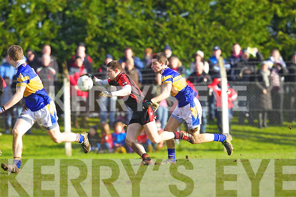 Paul O'Connor of Kenmare Shamrocks breaks away from Graham Hannigan of Castleknock in the AIB GAA Football All-Ireland Junior Club Championhsip, Semi-Final, last Sunday in Mitchelstown, Co. Cork.