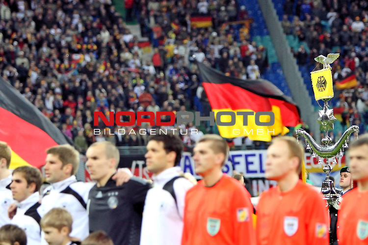 L&permil;nderspiel<br /> WM 2010 Qualifikatonsspiel Qualificationmatch Leipzig 28.03.2009 Zentralstadion Gruppe 4 Group Four <br /> <br /> Deutschland ( GER ) - Liechtenstein ( LIS )<br /> <br /> Robert Enke (#1 Hannover 96 Torwart / Keeper Deutsche Nationalmannschaft), Michael Ballack (#13 FC Chelsea London Deutsche Nationalmannschaft) und Thomas Hitzlsperger (#15 VfB Stuttgart Deutsche Nationalmannschaft).<br /> <br /> Foto &copy; nph (  nordphoto  )<br />  *** Local Caption ***