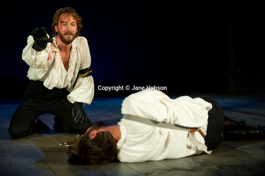 """Bath, UK. 25/07/2011. """"Henry IV, Part I"""", part of the Peter Hall season at Theatre Royal Bath. Ben Mansfield as Hotspur and Tom Mison as Prince Hal. Photo credit: Jane Hobson"""