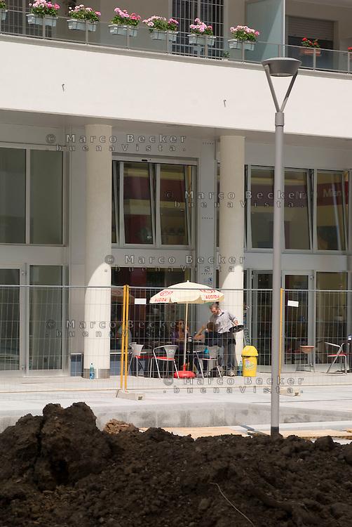 milano, nuovo quartiere rogoredo - santa giulia, periferia sud-est. un bar, una delle prime attività commerciali aperte nel quartiere --- milan, new district rogoredo - santa giulia, south-east periphery. a bar, one of the first commercial activities to open