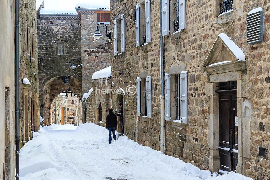 France, Haute-Loire (43), Pradelles, labellis&eacute; Les Plus Beaux Villages de France, rue sous la neige // France, Haute-Loire, Pradelles, labelled Les Plus Beaux Villages de France (The Most beautiful<br /> Villages of France), the village under snow