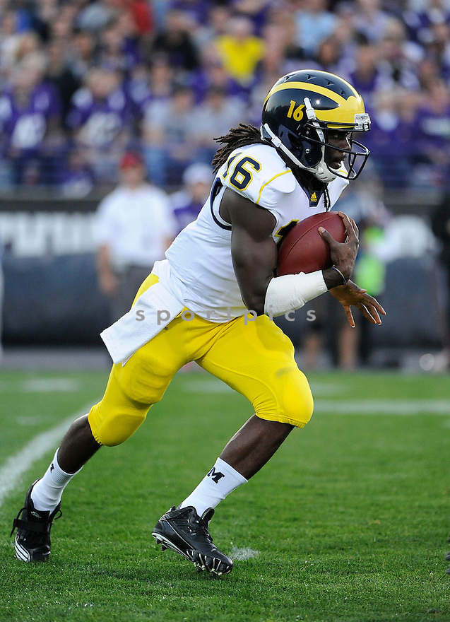 DENARD ROBINSON, of the Michigan Wolverines, in action, during Michigan's game against the Northwestern Wildcats on October 8, 2010 at Ryan Field in Evanston, IL. Michigan beat Northwestern 42-24.