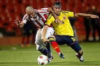 MENDOZA -ARGENTINA- 09-01-2013: Sebastian Perez (Der.) mediocampista de Colombia, disputa el balón con Jorge Rojas (Izq.) mediocampista de Paraguay, durante partido entre los seleccionados de Colombia y Paraguay en el estadio Las Malvinas de Mendoza Argentina, el 09 de enero de 2013. Colombia venció un gol a cero al Paraguay en partido por el Suramericano Sub 20 del grupo A, clasificatorio al mundial en Turquia Sebastian Perez (R) midfielder from Colombia, fights for the ball with Jorge Rojas (L) midfielder from Paraguay, during the match between Colombia and Paraguay in the stadium The Falklands in Mendoza, Argentina, on 09 January 2013. Colombia beat one goal to cero to Paraguay in South American game for the Under 20 group A, qualifying to Turkey world cup.  (Photo: Photosport/Photogamma / VizzorImage).