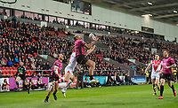Picture by Allan McKenzie/SWpix.com - 06/04/2018 - Rugby League - Betfred Super League - St Helens v Hull FC - The Totally Wicked Stadium, Langtree Park, St Helens, England - Fetuli Talanoa takes the jump ball.