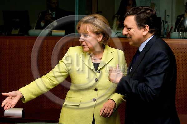 BRUSSELS - BELGIUM - 19 JUNE 2009 -- EU-Summit -- From left the the German Chancellor Angela MERKEL and the European Commission President Jose Manuel BARROSO at the second day at the summit.  Photo: Erik Luntang/EUP-IMAGES